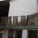 Omheining terrassen moet worden gerepareerd en in de verf worden gezet.